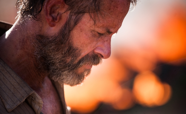 Guy Pearce tracks bandits across the outback in The Rover trailer