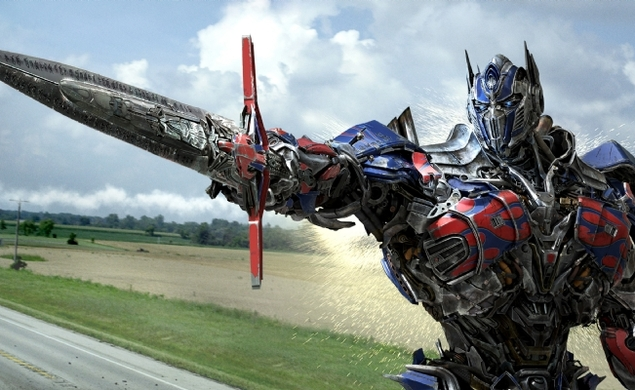 The latest Age Of Extinction trailer transforms and rolls out