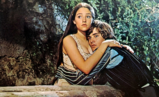 The stars of 1968's Romeo And Juliet reunite for a cyberspace revision