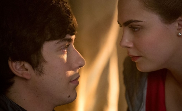 Cara Delevingne shows Nat Wolff how to stop being boring in Paper Towns trailer