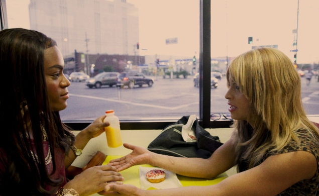 Transgender prostitutes seek revenge, hilariously, in the red-band Tangerine trailer