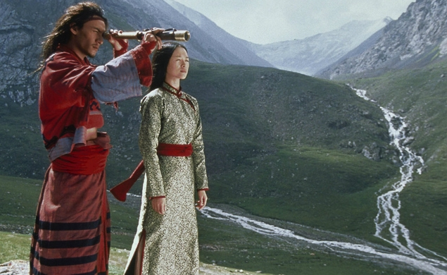 a review of ang lees movie crouching tiger hidden dragon Movie reviews american daredevil cinematic artistry that is crouching tiger, hidden dragon fable with the same outlook and let director ang lee be your.